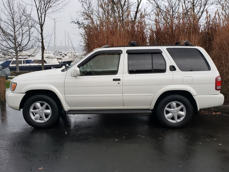 2001 Nissan Pathfinder LE 4 Wheel Drive  Heated Leather Moonroof Very Nice Local History  city Washington  Complete Automotive  in Seattle, Washington