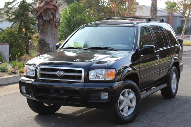 2001 Nissan Pathfinder LE in Woodland Hills CA, 91367