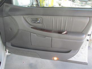 2001 Toyota Avalon XLS w/Bench Seat Gardena, California 12