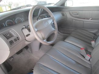 2001 Toyota Avalon XLS w/Bench Seat Gardena, California 4