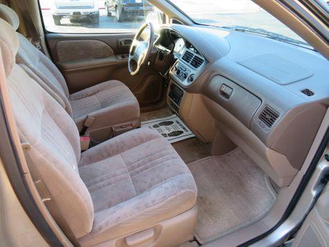2001 Toyota Sienna LE | Abilene, Texas | Freedom Motors  in Abilene, Texas