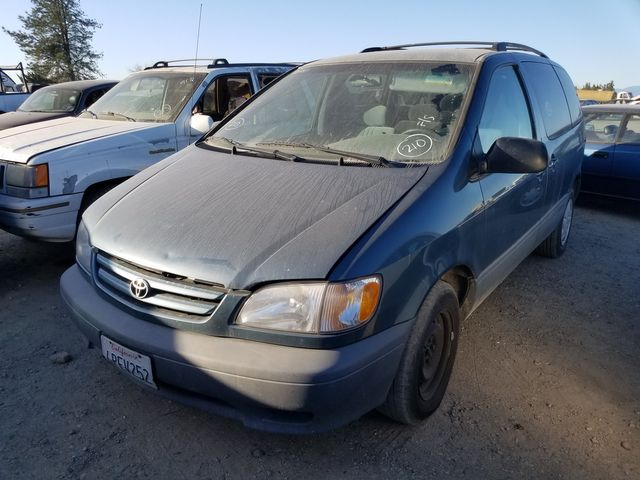 2001 Toyota Sienna LE in Orland, CA 95963