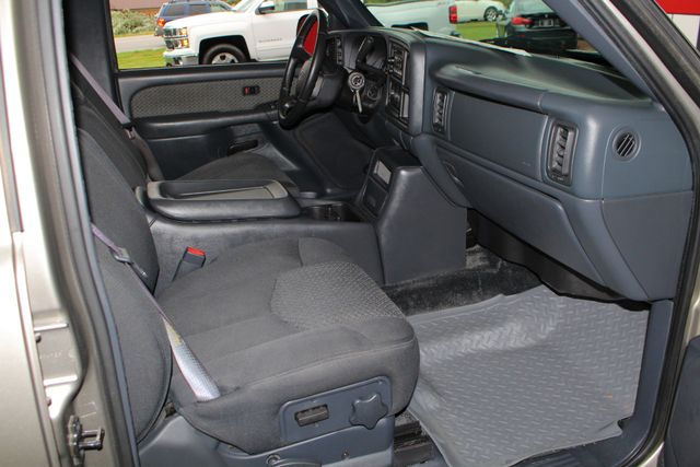 2002 Chevrolet Avalanche 2500 4X4 - 8.1L BIG BLOCK V8 - ONLY 93K MILES! Mooresville , NC 30