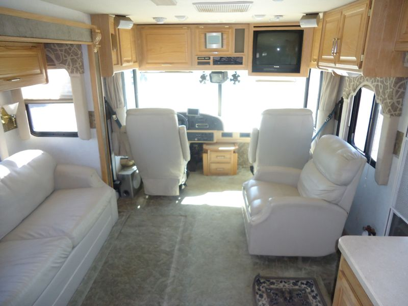 2002 Fleetwood Bounder 39Z  in Sherwood, Ohio