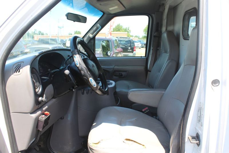 2002 Ford Econoline Commercial Cutaway E350 SUPER DUTY CUTAWAY VAN  city MD  South County Public Auto Auction  in Harwood, MD