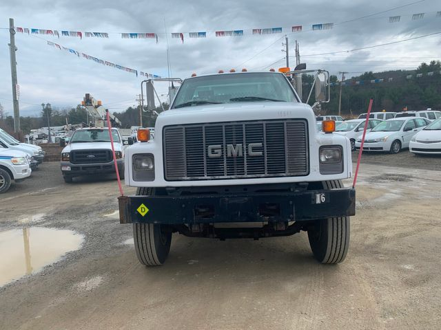 2002 GMC TC7H042 Hoosick Falls, New York 1