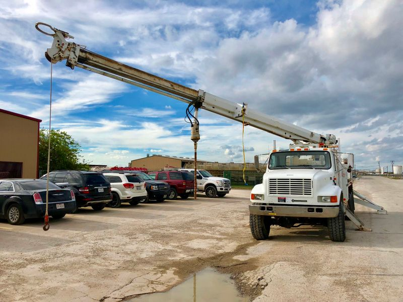 2002 International 4900 6X6 DIGGER DERRICK   city TX  North Texas Equipment  in Fort Worth, TX