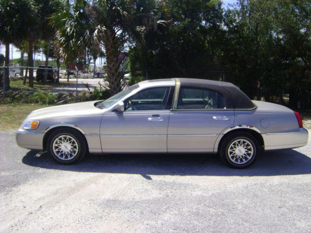 2002 Lincoln TOWN CAR SIGNATURE