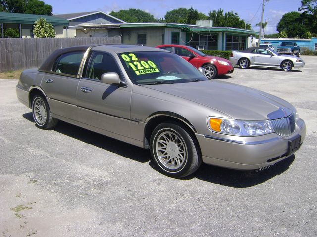 2002 Lincoln TOWN CAR SIGNATURE in Fort Pierce, FL 34982