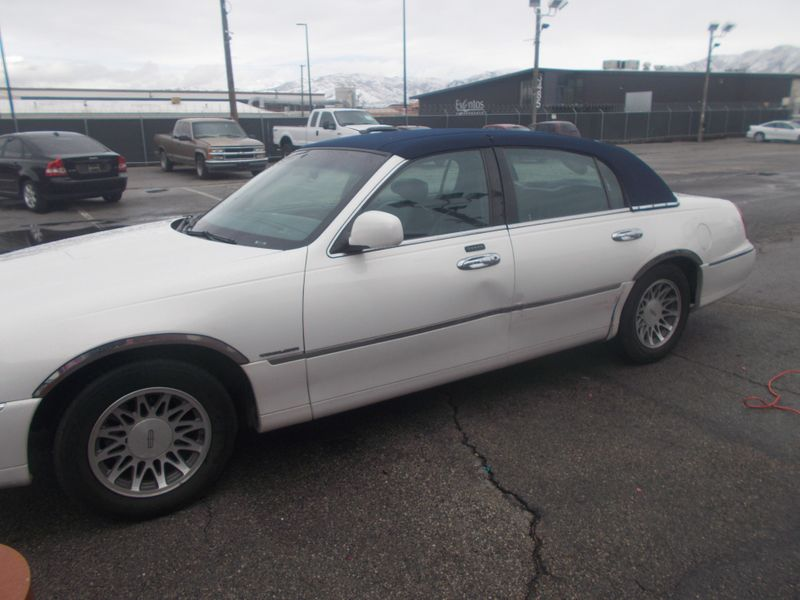 2002 Lincoln Town Car Executive  in Salt Lake City, UT