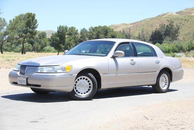 2002 Lincoln Town Car Executive Santa Clarita, CA 1