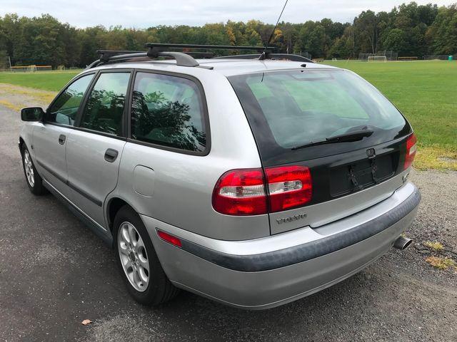 2002 Volvo V40 Ravenna, Ohio 1