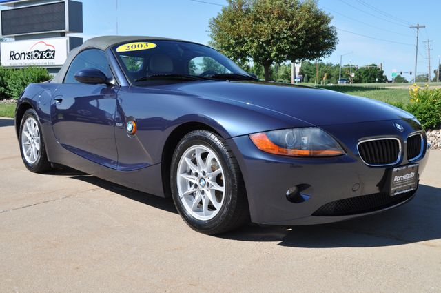 2003 BMW Z4 2.5i Bettendorf, Iowa 35