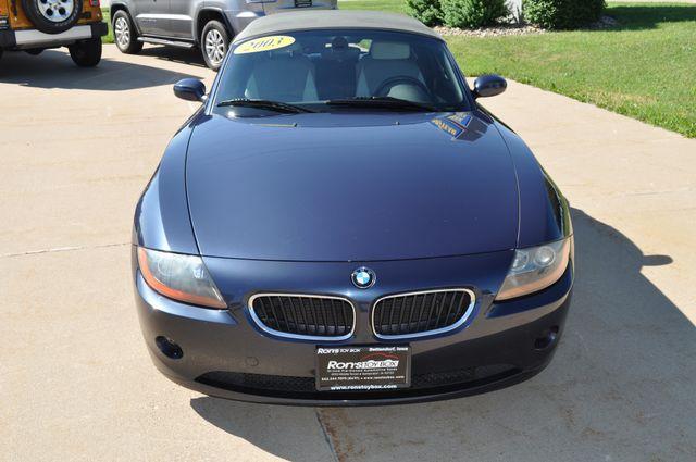 2003 BMW Z4 2.5i Bettendorf, Iowa 38