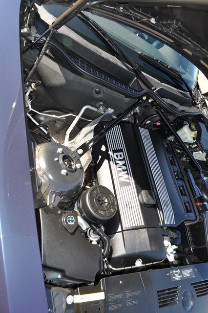 2003 BMW Z4 2.5i Bettendorf, Iowa 45