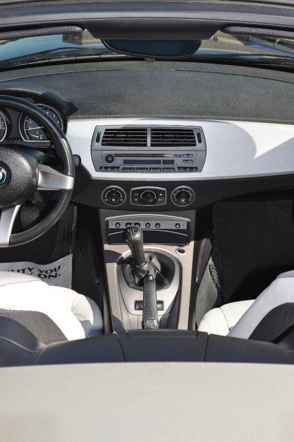 2003 BMW Z4 2.5i Bettendorf, Iowa 19