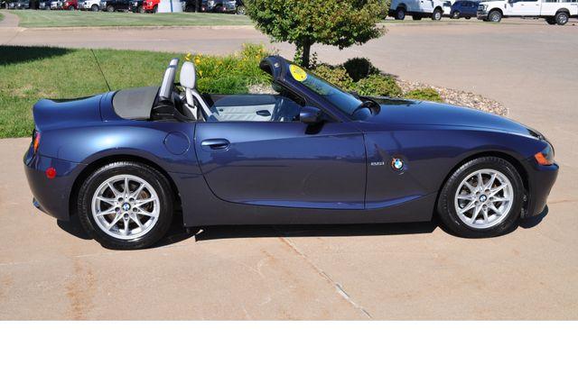 2003 BMW Z4 2.5i Bettendorf, Iowa 54