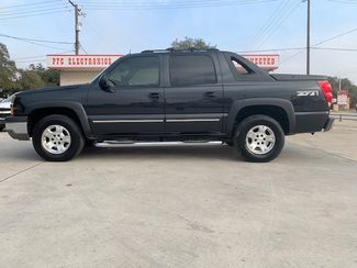 2003 Chevrolet Avalanche in Devine, Texas 78016