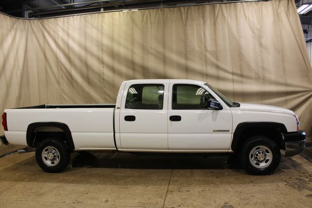 2003 Chevrolet Silverado 2500HD Manual 4x4 Long Bed in Roscoe, IL 61073