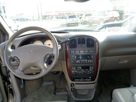 2003 Chrysler Town & Country Limited | Nashville, Tennessee | Auto Mart Used Cars Inc. in Nashville, Tennessee