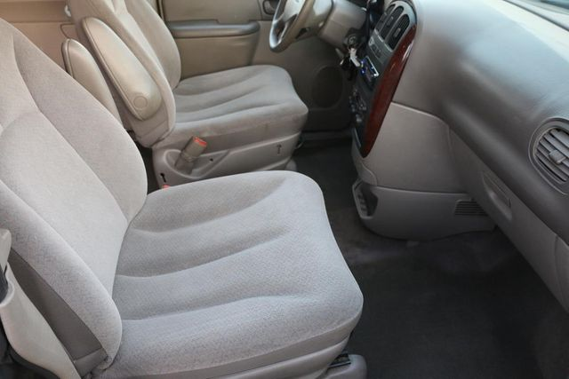 2003 Chrysler Town & Country Santa Clarita, CA 14