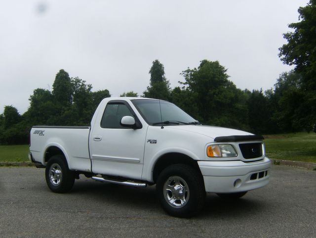 2003 Ford F-150 XL Short Bed 4WD
