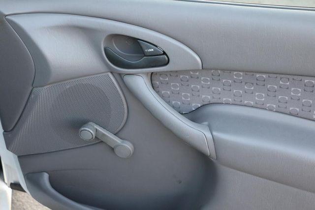2003 Ford Focus ZX3 Base Santa Clarita, CA 21
