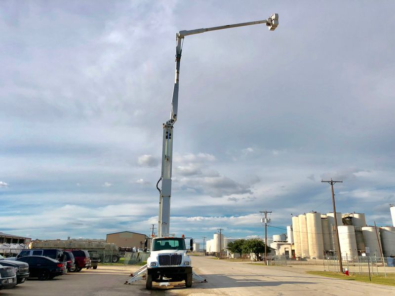 2003 International 7400 DOUBLE ELEVATOR BUCKET TRUCK   city TX  North Texas Equipment  in Fort Worth, TX