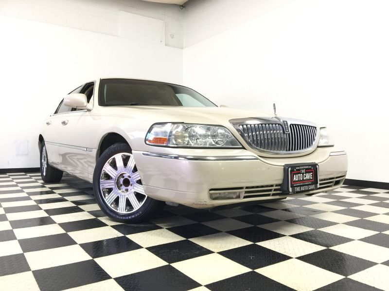 2003 Lincoln Town Car *Low Down Payment* | The Auto Cave in Addison