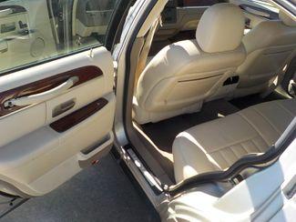 2003 Lincoln Town Car Executive Fayetteville , Arkansas 9