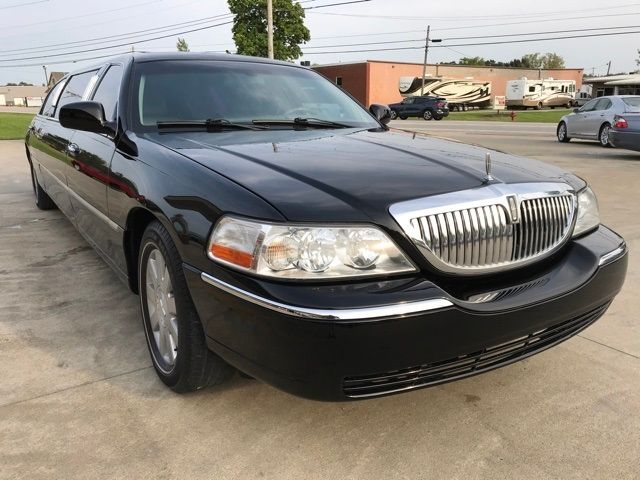 2003 Lincoln Town Car Executive in Medina, OHIO 44256