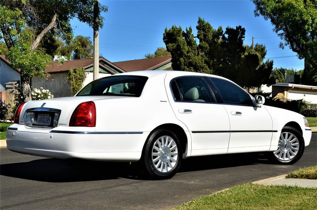 2003 Lincoln Town Car Signature Premium in Reseda, CA, CA 91335