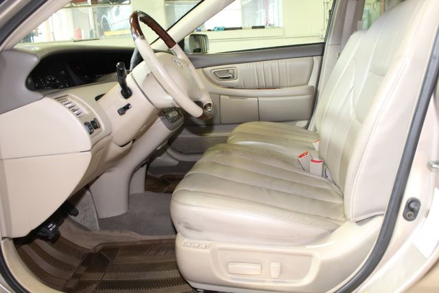 2003 Toyota Avalon Xls LEATHER, MOONROOF, LOW MILE ONE OWNER GEM Saint Louis Park, MN 11