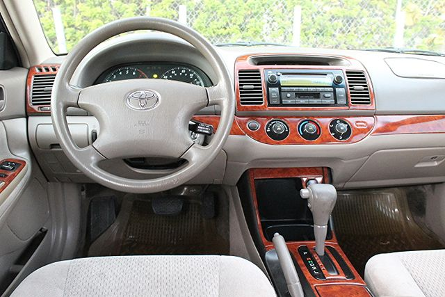 2003 Toyota Camry LE Hollywood, Florida 16