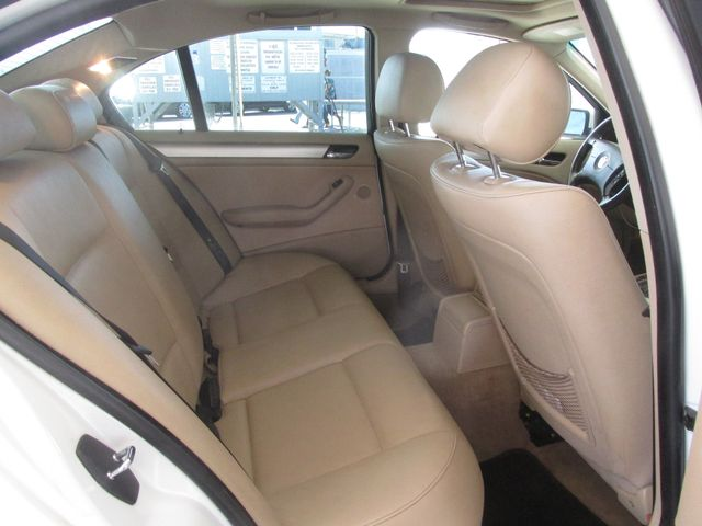 2004 BMW 325i Gardena, California 12