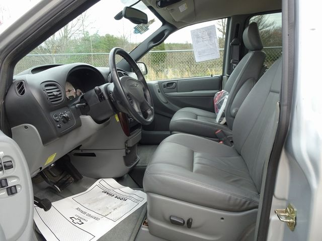 2004 Chrysler Town & Country Touring Madison, NC 15