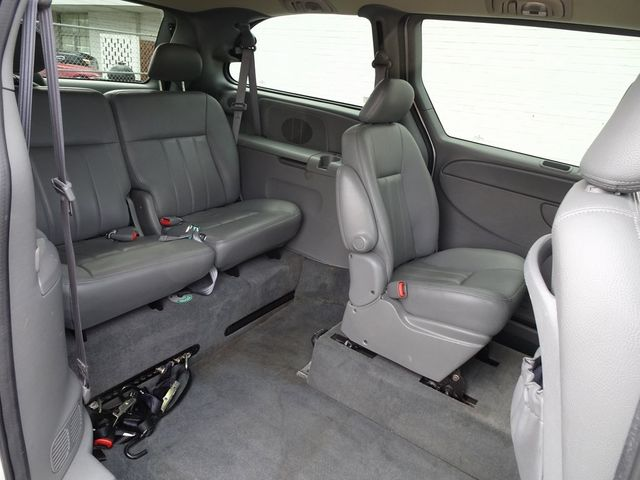 2004 Chrysler Town & Country Touring Madison, NC 32