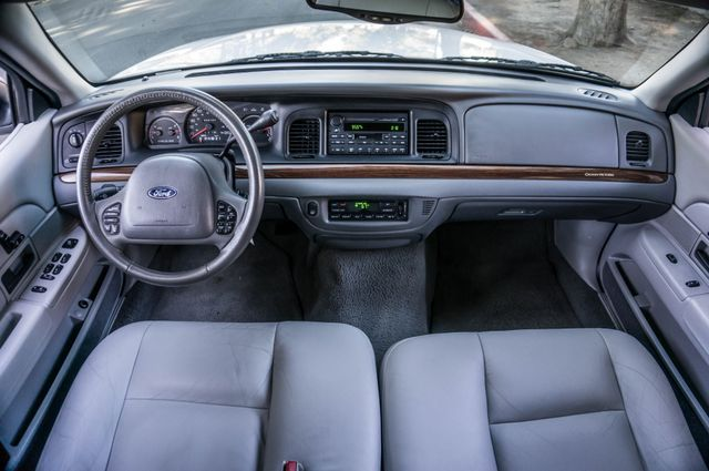 2004 Ford Crown Victoria LX Sport Reseda, CA 18