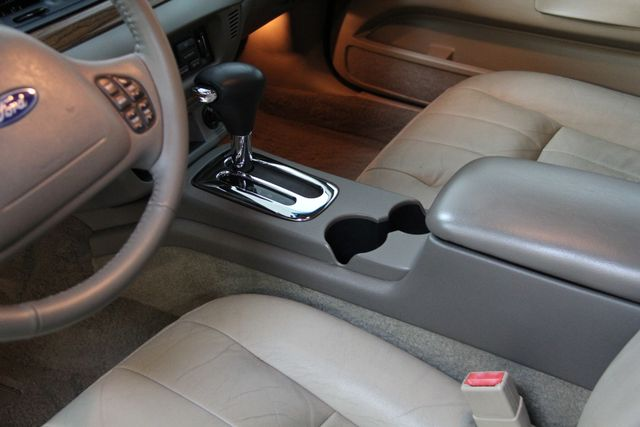 2004 Ford Crown Victoria LX Richmond, Virginia 5