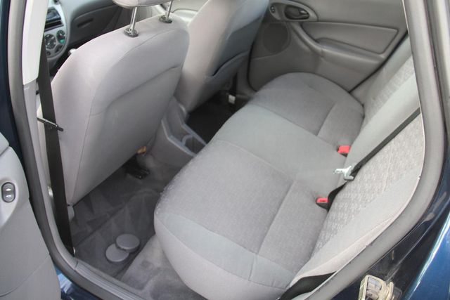 2004 Ford Focus ZX5 Comfort Santa Clarita, CA 14