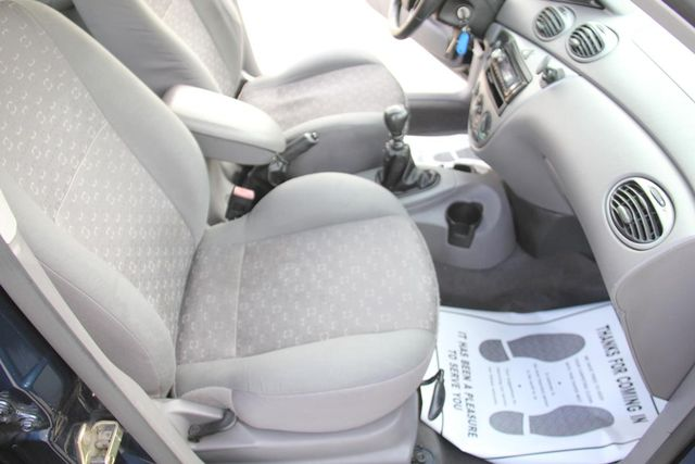 2004 Ford Focus ZX5 Comfort Santa Clarita, CA 16