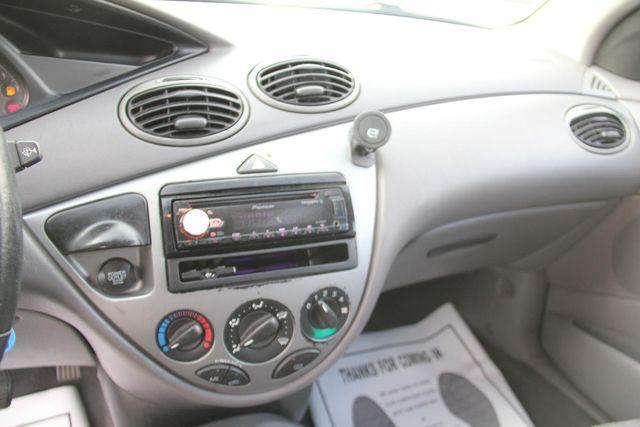 2004 Ford Focus ZX5 Comfort Santa Clarita, CA 19