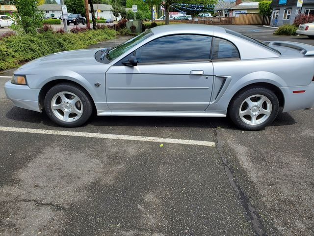 2004 Ford Mustang Standard