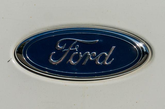 2004 Ford Super Duty F-250 XLT in Reseda, CA, CA 91335