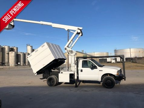 2004 Ford F-550 XL mini chipper box 41ft Altec articulating Telescopic Mini Forestry in Fort Worth, TX