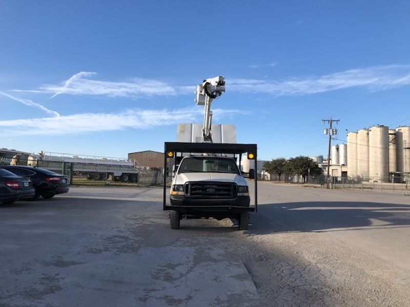 2004 Ford F-550 XL mini chipper box 41ft Altec articulating Telescopic Mini Forestry  city TX  North Texas Equipment  in Fort Worth, TX