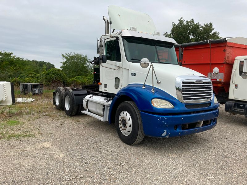 2004 Freightliner Columbia   in , Ohio
