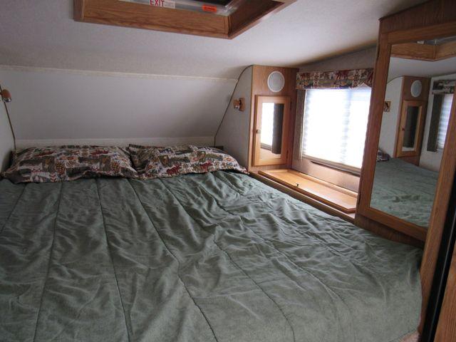 2004 Host Raineer 950 DS Camper 2 Slides Bend, Oregon 9