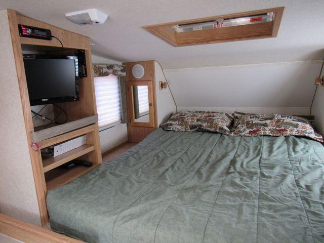 2004 Host Raineer 950 DS Camper 2 Slides Bend, Oregon 7