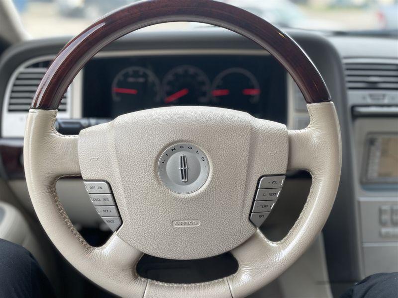 2004 Lincoln NAVIGATOR 5.4L V8 LUXURY PKG, /CLEAN CARFAX/1-OWNER in Rowlett, Texas